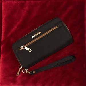 Travelon — Wristlet